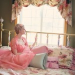 vintage-woman-on-bed-retro-bedroom-37738